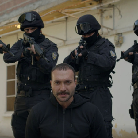 The police raid Ramo's neighborhood in search of him and confiscate ma