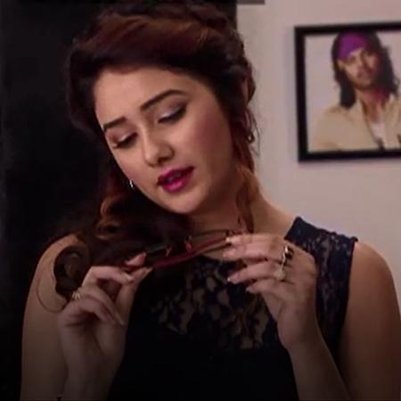 Tanu plots Pragya's exit by damaging Abhi's most favorite possession a