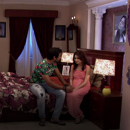 Pragya finds out that her mother is missing and goes in search of her