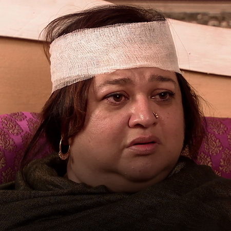 Pragya figures out that her mother has seen the father of Tanu's child