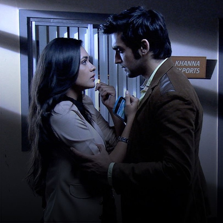 Abhi tries to get Suresh removed from college.