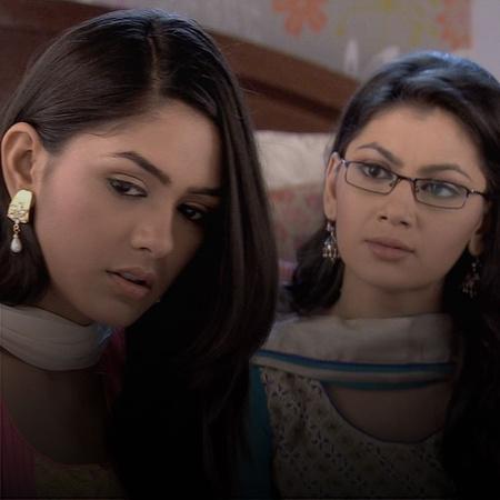 Pragya and Suresh are adamant on preparing for the wedding.