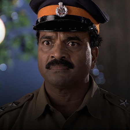 Abhi returns to the hotel to find a shocking surprise awaiting him.