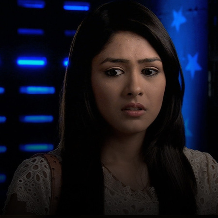 Pragya takes the entire blame and informs the police that it was she w