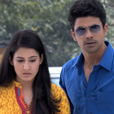 Pragya asks Abhi's help to stop the demolition of the wedding hall.