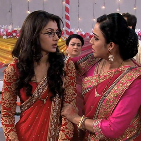 Tanu accuses Pragya of trying to steal the man she loves.