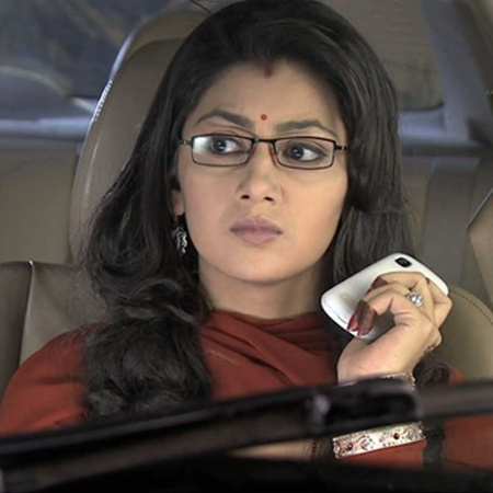 What is the gift that Dadi sends to Pragya's family?