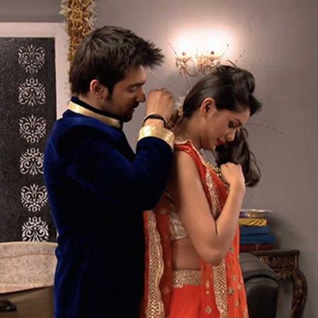 Abhi and Pragya save Bulbul from drowning.