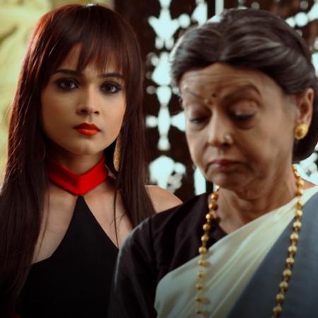 راجا يستقبل ناينا وعائلتها في بيته لحمايتهم. وليلى تبدأ بالتخطيط مع في