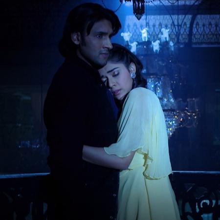 راني تشعر بشعور غريب داخل القصر وتعترف لراجا بحبها له