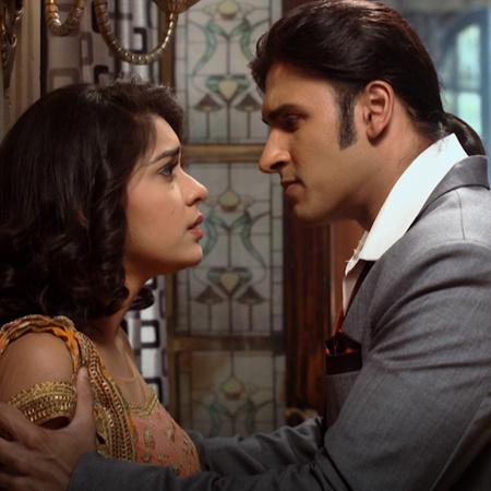 ناينا تقرر الهروب في وسط العرس لأنها لا تتحمل رؤية زواج راجا. راجا يلغ