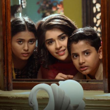ناينا تحاول مساعدة ليلى لكي تتقرب من راجا وتجعله يحبها