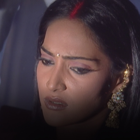 Saloni is put in a critical situation at her honeymoon, and the accusa