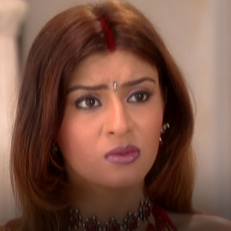 Nahar's family forbids Saloni to see her family and Nahar is trying st