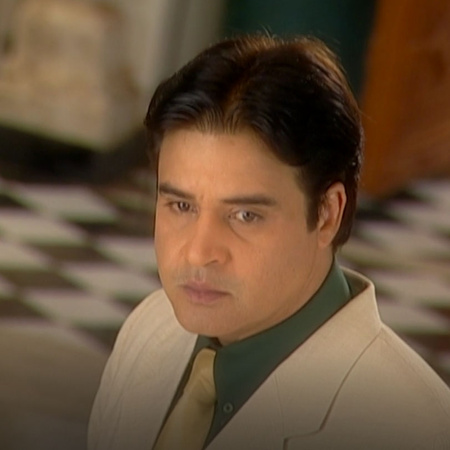 Saloni's parents returns to the house to find what happened between Na