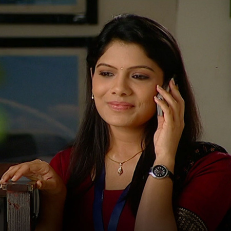 Avenash is visiting Ketkar's home and Adetny is acting as if nothing h