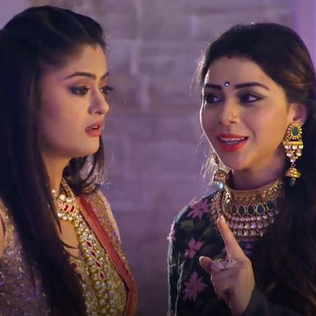 As the drama continues, Akshat gives Guddan an engagement ring that be