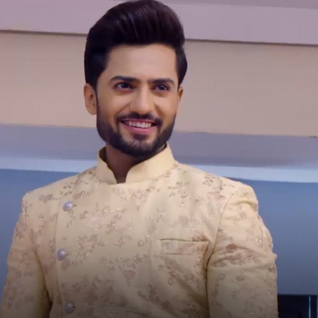 Guddan talks about how everyone in the family fears Akshat. In return