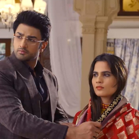 Guddan suspects that Akshat is seeing someone and is soon going to mar