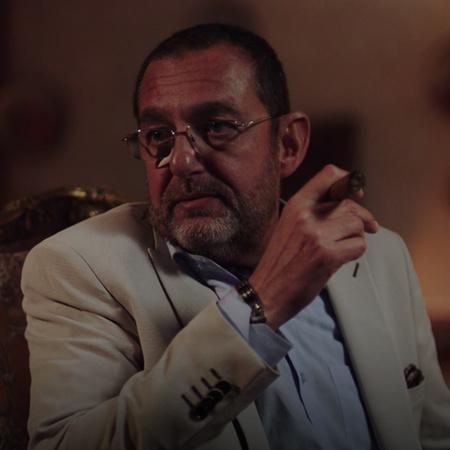 نادر يهدد جد رنا ويوعدهم بدفع ثمن وفاة ابنه. سامر يعتذر لكارمن أمام ال