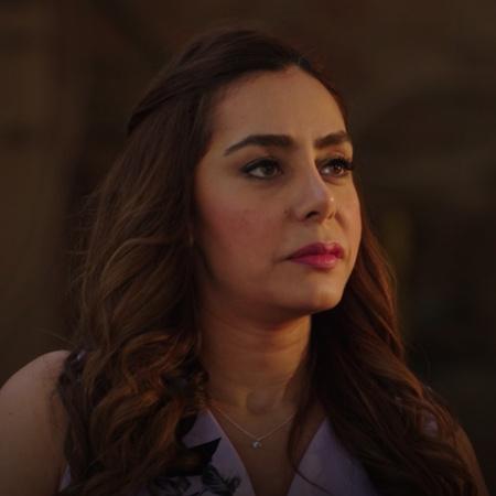 بعد إطلاق صراح نبيلة من السجن، تتأمر مع نادر لتدير سيراج بالعقود
