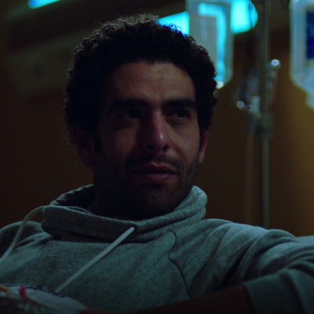 عندما يسجن نادر عز، يقترح عليه المحامي مختار بصفقة لإطلاق سراحه مقابل