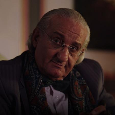 يطلب جد كارمن من أحفاده، رنا ويارا وكارمن، قطع العلاقات مع سليمان وعائ