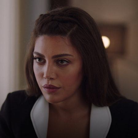 Carmen is shocked when Samer confesses his love to her. Nazly and Seli
