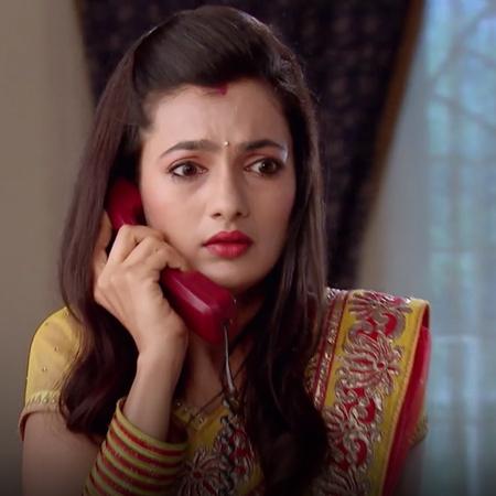 أربيتا تخبي سراً وتشعر بالتوتر الدائم في البيت. راج يطلب من آفني بأن ت