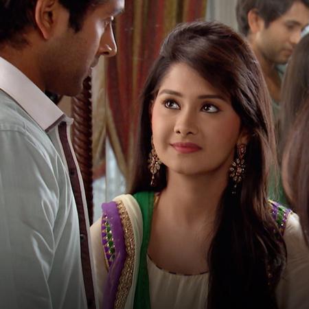 سوكيت يحرج أربيتا وأكشي أمام العائلة كلها. حب راج لأفني يزداد يوماً بع