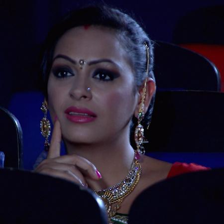 Savri sees Avni with Raj in the cinema