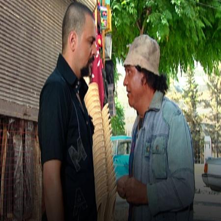 بعد عدة أيام في السجن, يخرج عبود و يعود للحارة و  يلتقي بالشاويش الذي