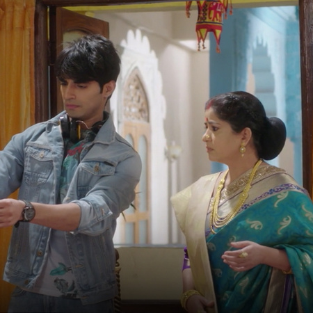 Does Sahil's aunt live with him and force him to return home?!