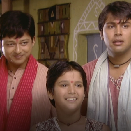 Raju confesses to Anya his feeling towards her after meeting her paren