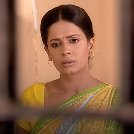 تدفع آنيا دية راجو وتخرجه من السجن ، ولكن راجو لن يستسلم للأعداء