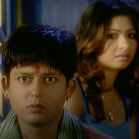 Anyaa puts  Rajo in trouble when he was searching to find her