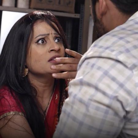 Pallavi reveals Ataref and tries to help him escape before Melhar reve