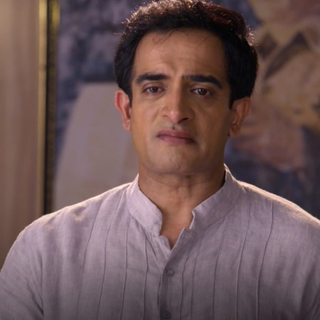 Madhuri kills Kalyani's mother and accuses her father of murder