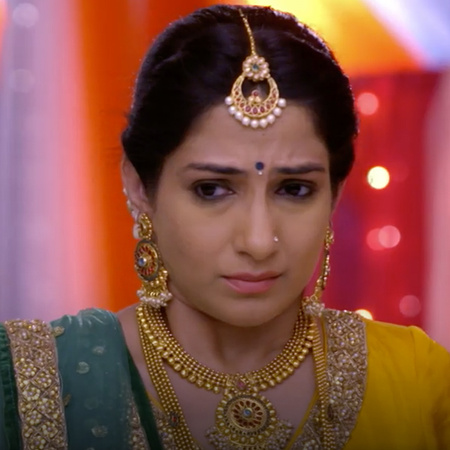 Kalyani tries to convince the elder that Anupria is a talented person