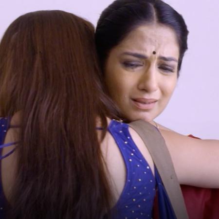 After Anupria fails the exam due to her sacrifice for Kalyani, Kalyani