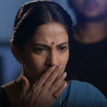 Anupria tries to help Kalyani, but she refuses and gets her bogged dow