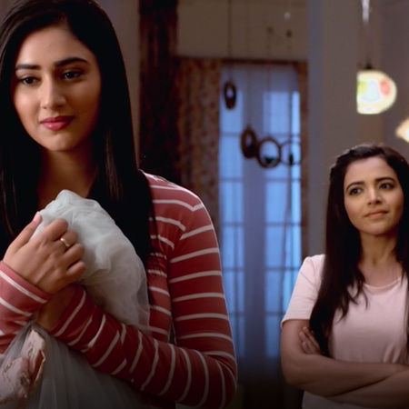 Someone tries to kill Aditya's father, and Janvi tells her sister, Sor