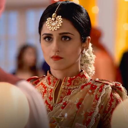 Aditya's father goes missing during a wedding ceremony. Sameer, Aditya