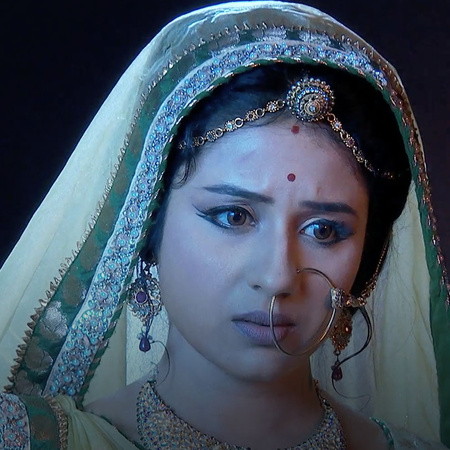 Ruquaia turns against Jodha after she decides to give Maham Angha a se