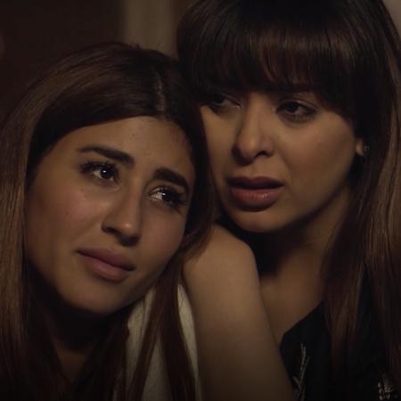 يدور المسلسل الخليجي حول هاجر التي تركت دراستها بعد زواجها المبكر الذي